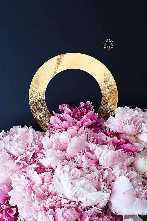 Goldenes Alphabet Buchstabe O mit wunderschönen PfingstrosenFlower Alphabet goldener Buchstabe A aus dem Shop von HEARTMADE Prints